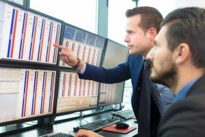 Stock-traders-looking-at-graphs